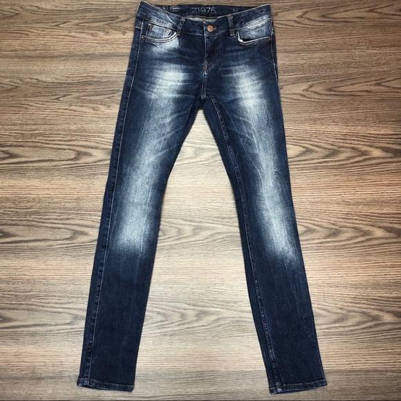 423af2829bce Zara Low Rise Skinny Jeans Size 28